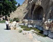 دلیل خشکیدن ناگهانی چشمه تاق بستان