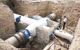 انتقال آب به اصفهان، از طریق لوله انجام میشود/ آب شرب فلات مرکزی در خطر