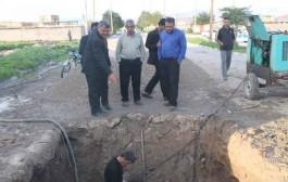 شکستن لوله فرسوده و قطعی دوباره آب در لالی / تلاش کارکنان آبفا و بی توجهی مسئولان استانی+تصاویر