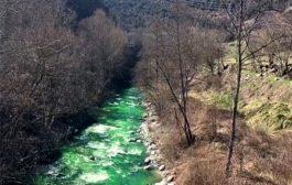تغییر رنگ ناگهانی آب یک رودخانه