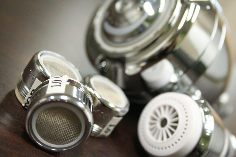 آغاز نصب لوازم و تجهیزات کاهنده و بهبود دهنده مصرف آب در ادارات مشهد