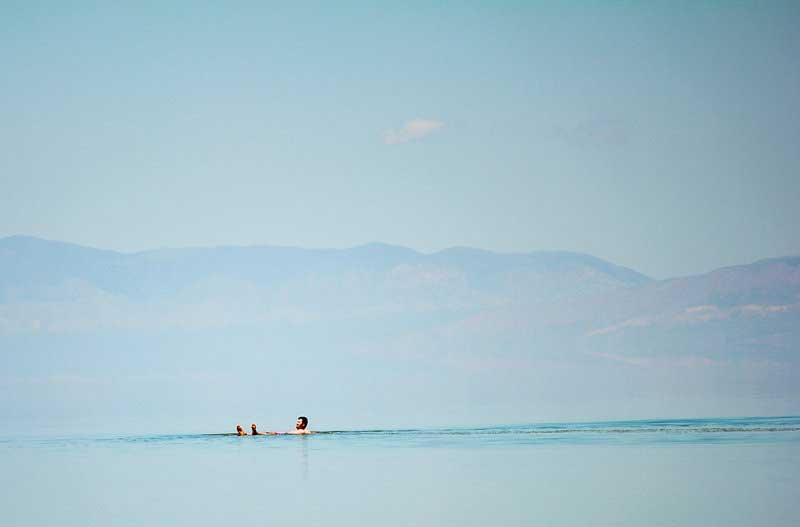 تشنگی مسافران در شورترین چشمه آب معدنی دنیا+تصاویر