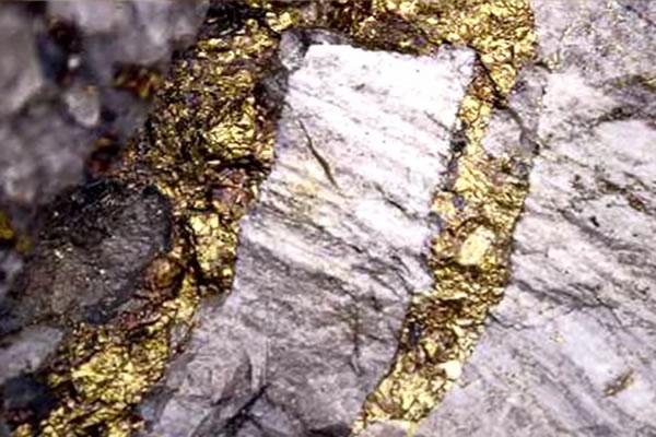 چگونه زلزله ها آب را به طلا تبدیل می کنند؟!