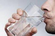 واکنش بدن به نوشیدن آب به صورت ناشتا